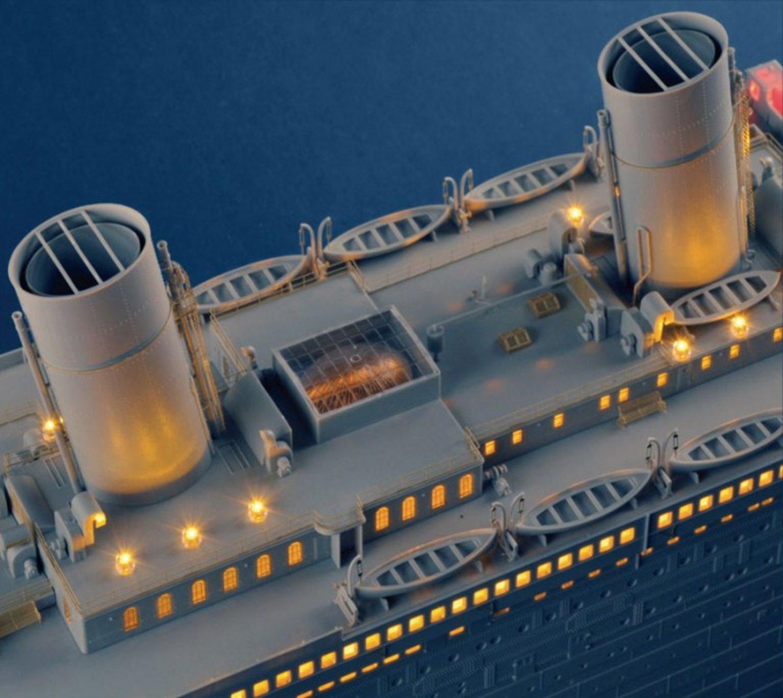 Trumpeter 1:200 Titanic Model Kit with LED Light Set