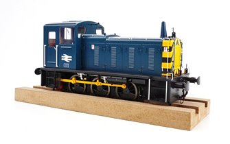 Class 03 (Unnumbered) BR Blue with wasp stripes Diesel Shunter (Conical Exhaust)