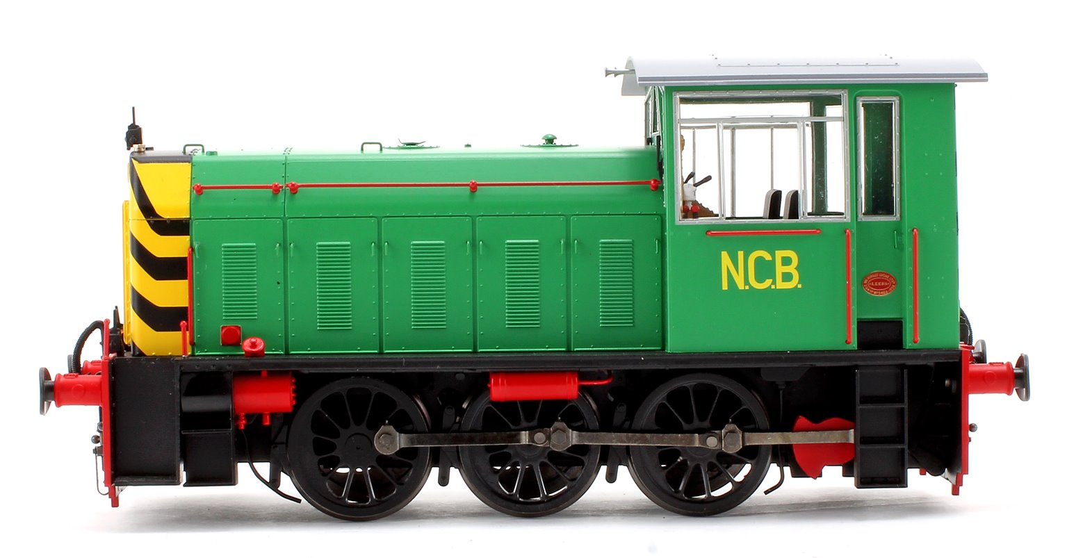 Hunslet Class 05 NCB Green/Red with Wasp Stripes Shunter Locomotive