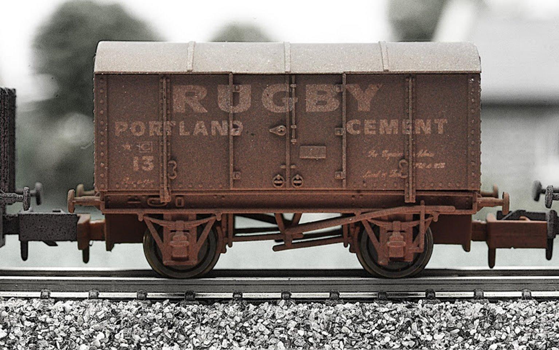 Dapol 2F-013-012 Rugby Cement Gunpowder Van - Weathered