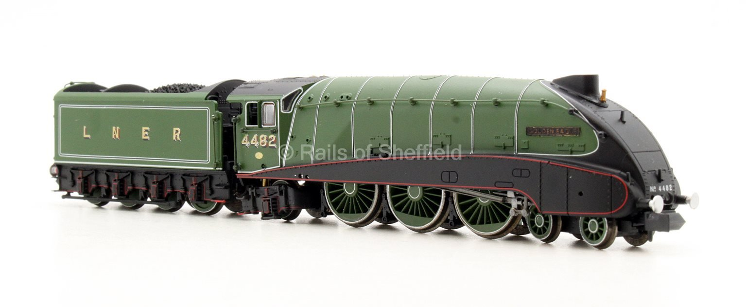 "Class A4 4-6-2 4482 ""Golden Eagle"" in LNER apple green with valances - DCC Fitted"