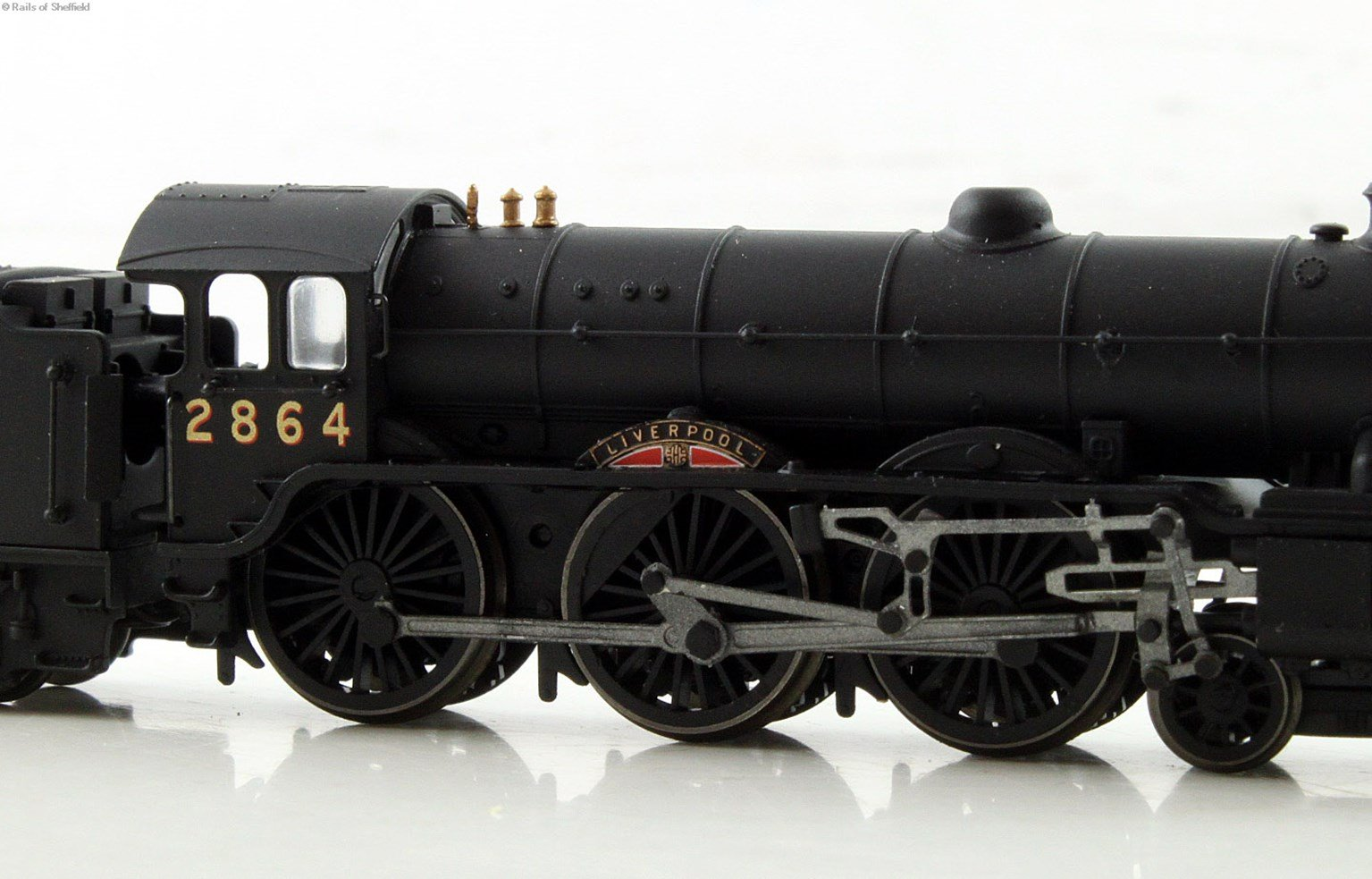 """Class B17 4-6-0 2864 """"Liverpool"""" in LNER wartime black. DCC Fitted"""