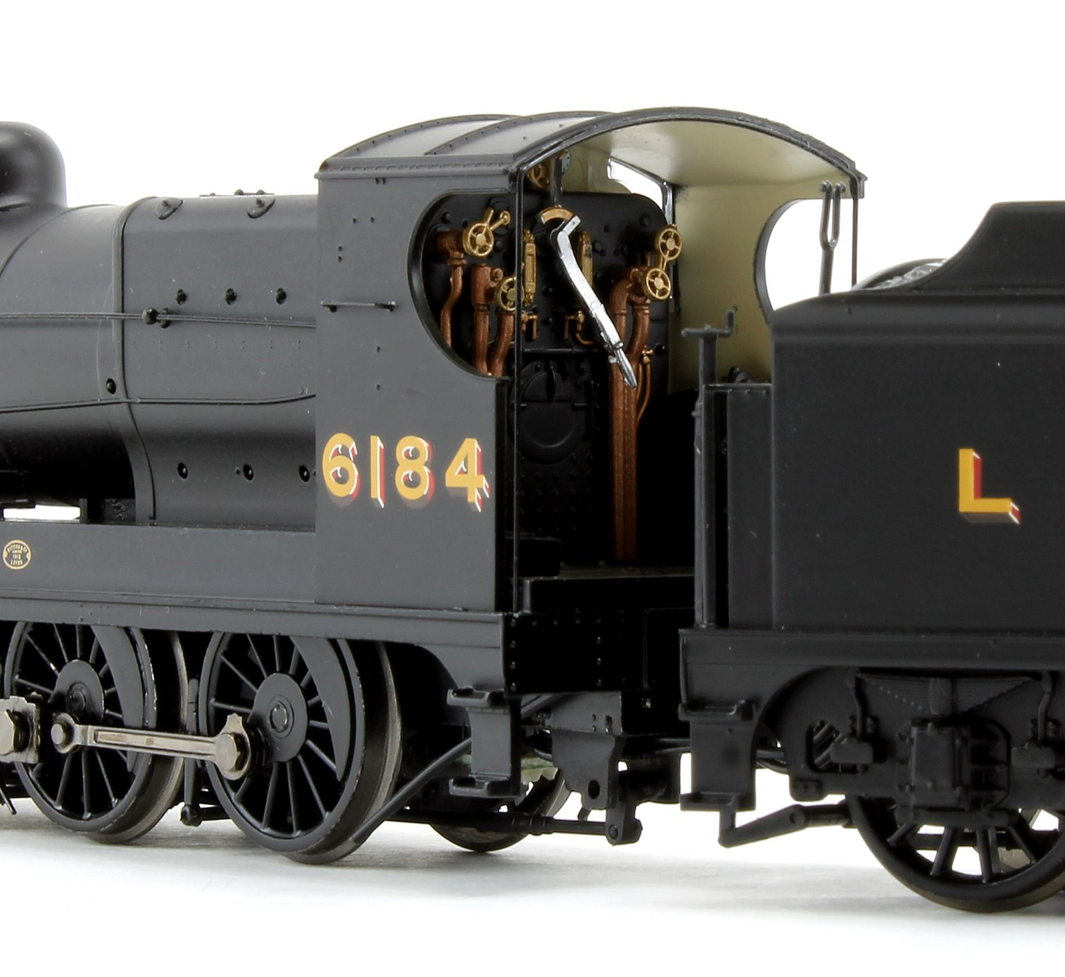 Robinson Class O4 LNER Black 2-8-0 Steam Locomotive No. 6184
