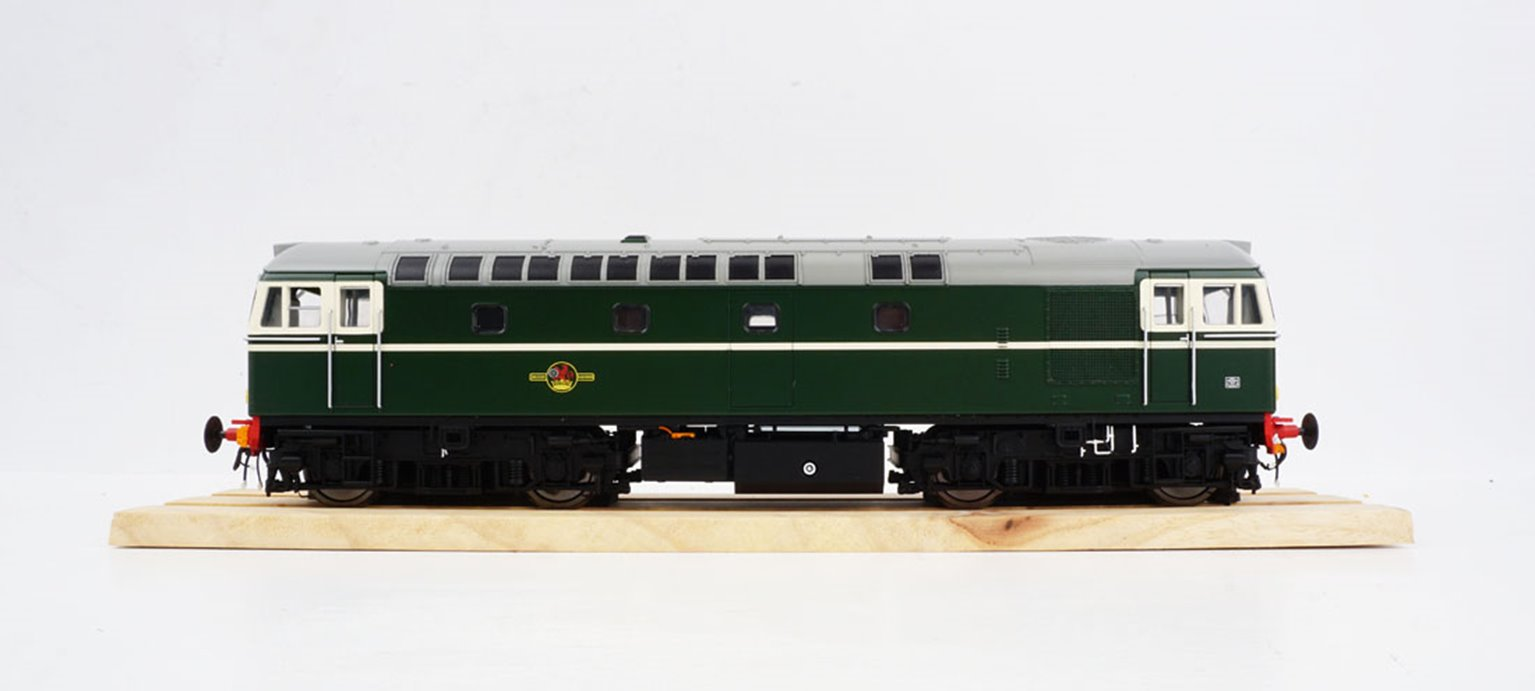 BRCW Type / Class 33 Bo-Bo Diesel (Version 2) BR Green with small yellow warning panels