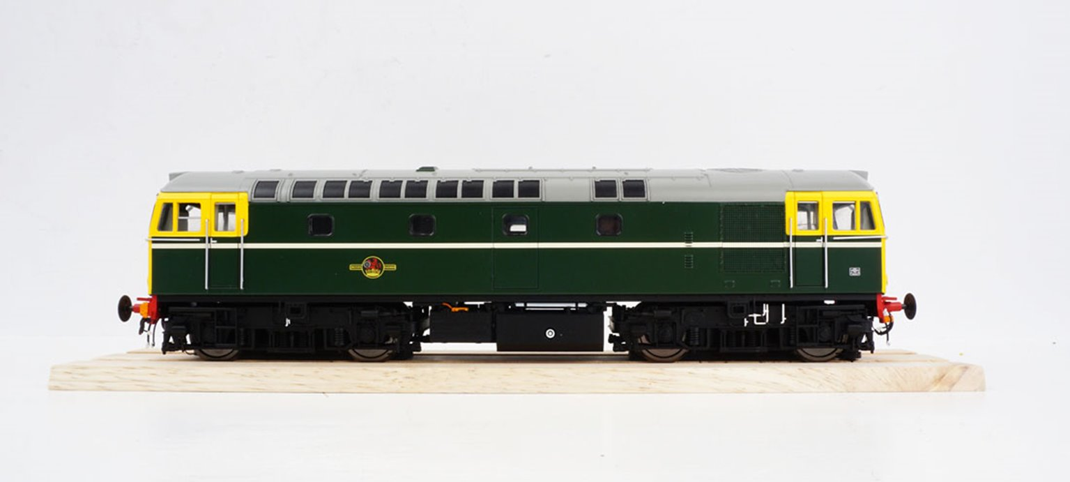 BRCW Type / Class 33 Bo-Bo Diesel (Version 2) BR Green with full yellow ends