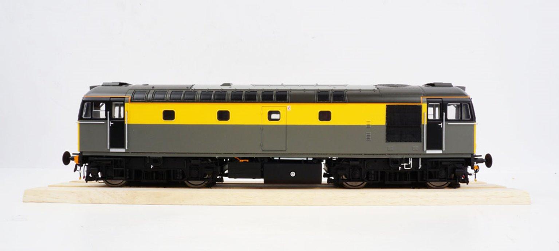 BRCW Type / Class 33 Bo-Bo Diesel (Version 3) BR Civil Engineers 'Dutch' grey/yellow