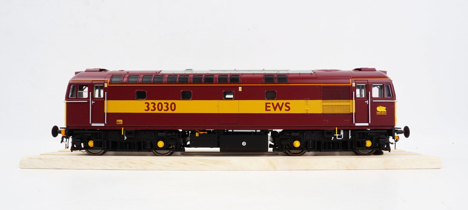 BRCW Type / Class 33 Bo-Bo Diesel (Version 3) EWS red/gold 33030