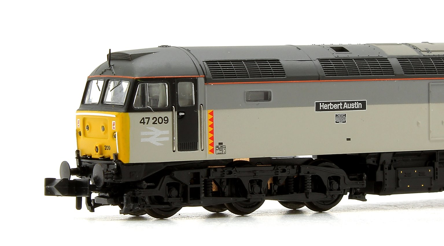 Class 47/0 47209 'Herbert Austin' Railfreight Distribution