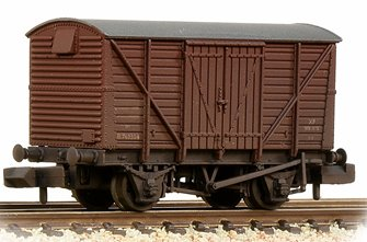 BR 12T Ventilated Van Planked Sides BR Bauxite (Early) Weathered