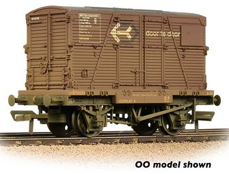 Conflat Wagon BR Bauxite (Early) With 'Door-To-Door' BD Container Weathered with Wagon Load