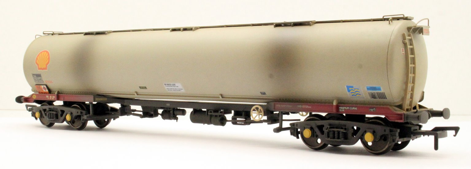 BR 102T TEA Bogie Tank Wagon 'Shell' (BR Railfreight Petroleum Sector) Grey - Weathered