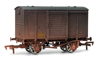 LMS Fruit Ventilated Van - Weathered