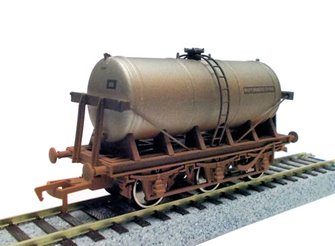 6 Wheel Milk Tank Unigate Creameries 70355 Weathered