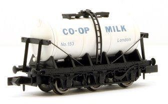 6 Wheel Milk Tanker - Co-op London no 133