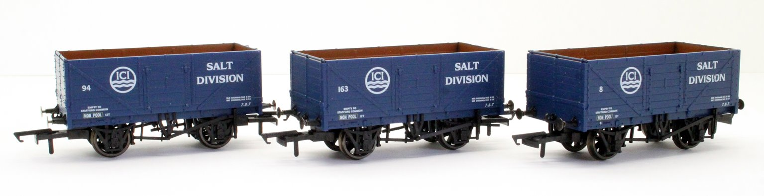 "GV6020 Pack of three 7-plank open wagons ""ICI"""