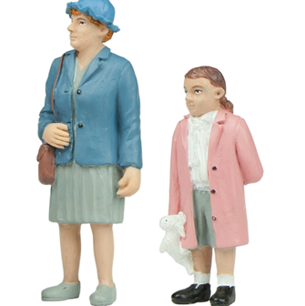 Bachmann G scale Grandma and Granddaughter