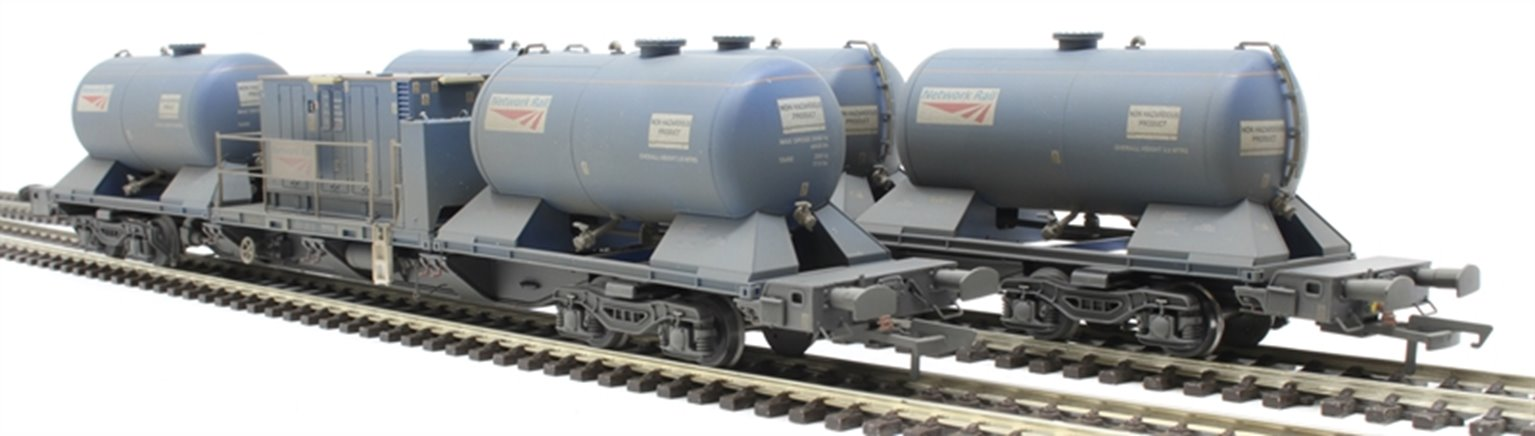 Rail Head Treatment Train 'Water Jet' with 2 wagons and water jetting modules - weathered