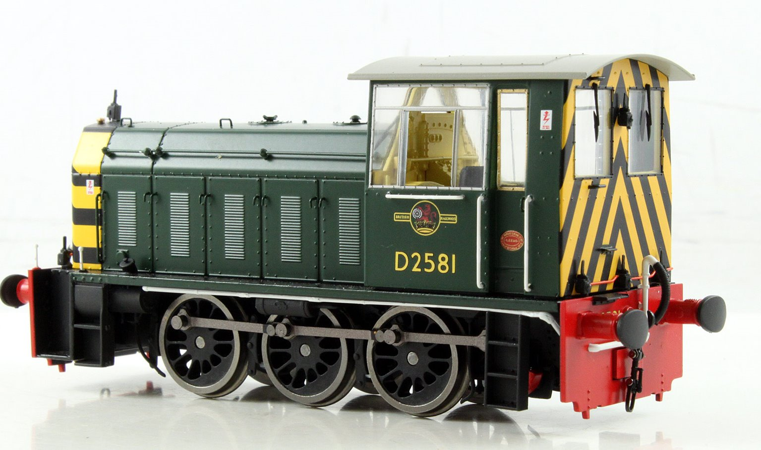 BR Hunslet Class 05 Diesel Shunter #D2581 BR Green with Wasp Stripes - Type A