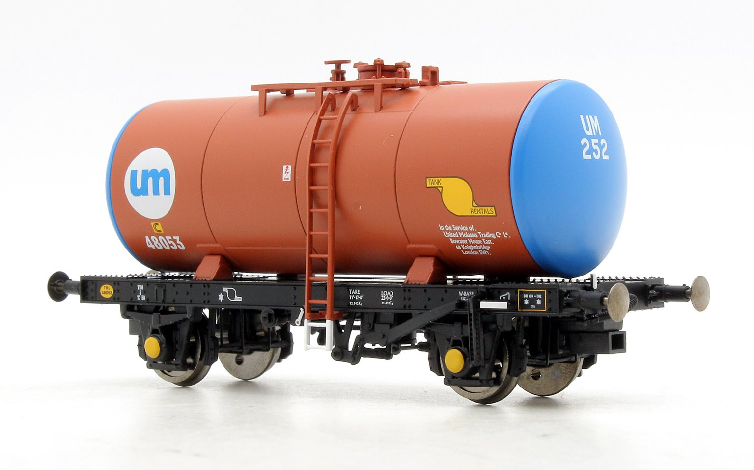 B Tank UNITED MOLASSES UM252/48053 (brown with blue barrel ends)