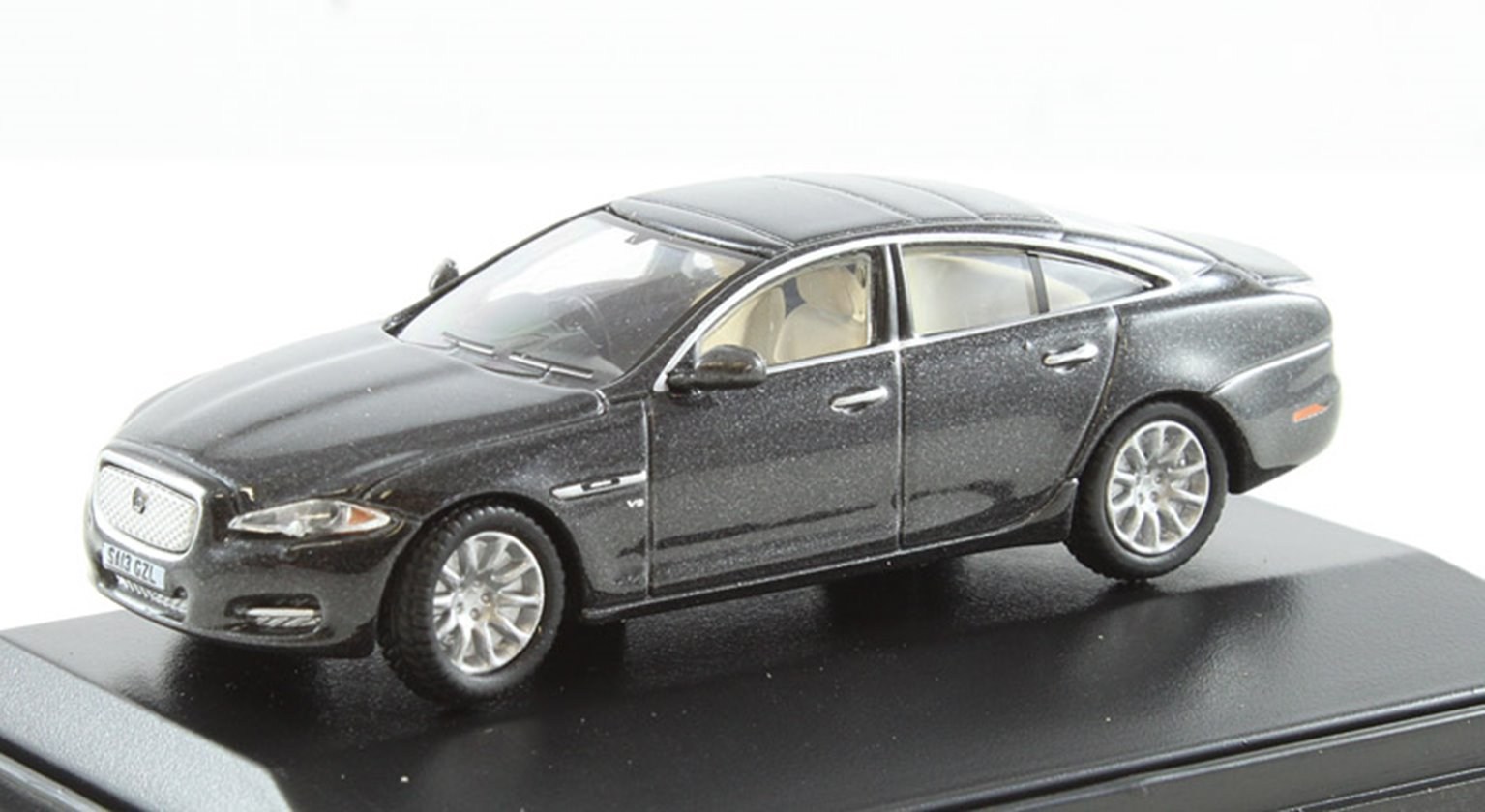 Jaguar XJ Black