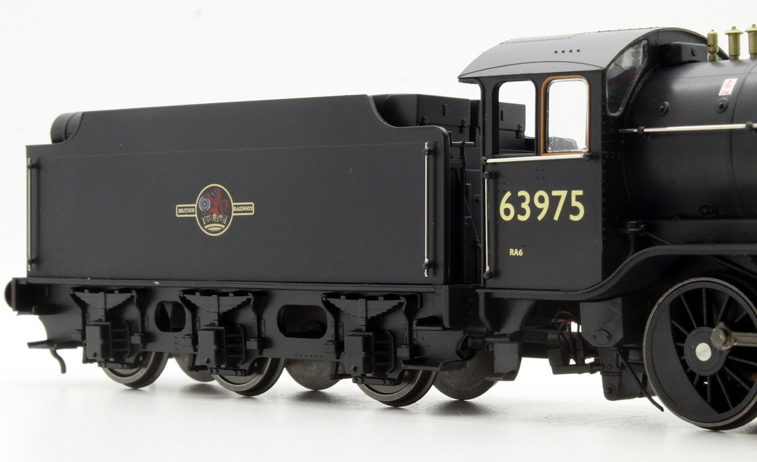 Ex-LNER Class 02/4 'Tango' 2-8-0 #63975 BR Black with Late Crest - Flush Tender
