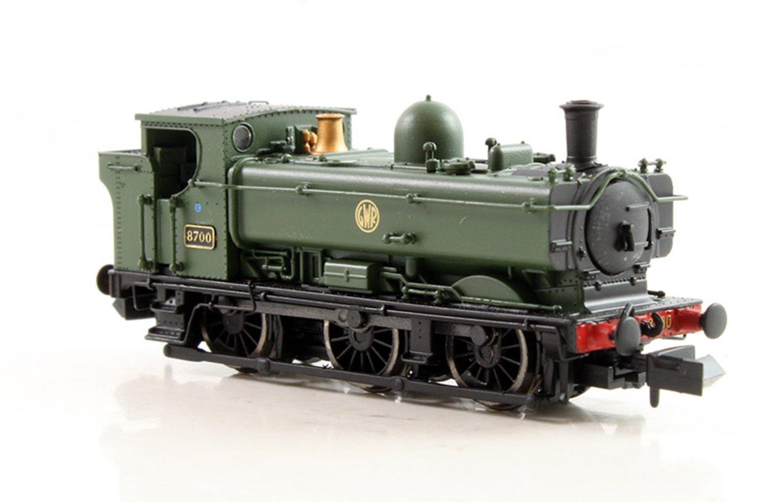 Class 57xx Pannier 0-6-0 8700 in GWR green with shirtbutton emblem