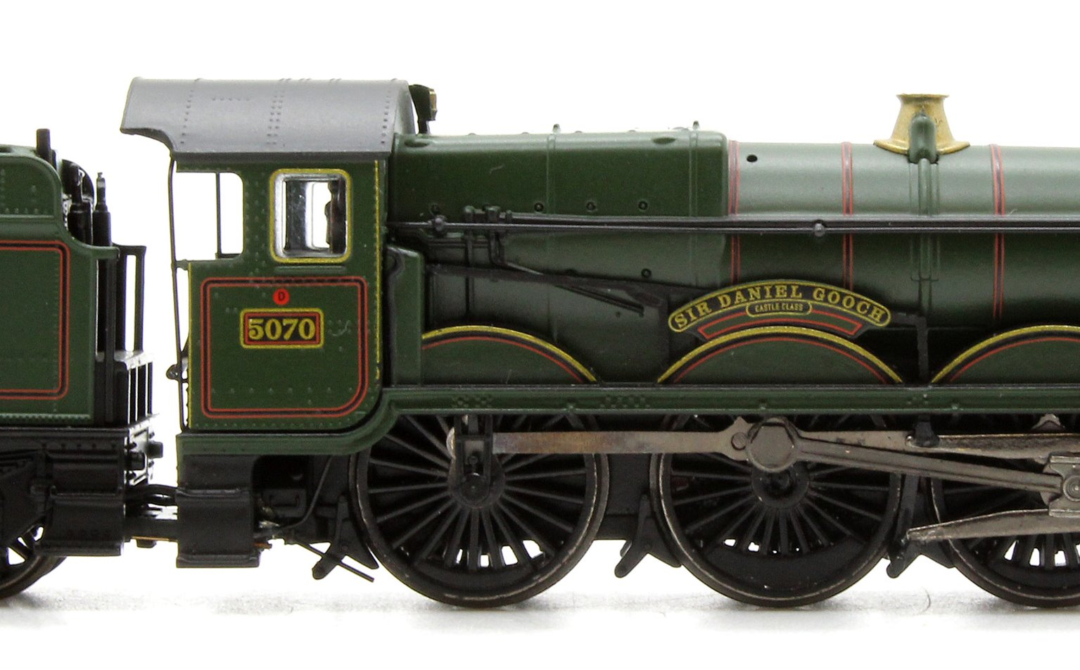 Castle Class #5070 'Sir Daniel Gooch' BR Lined Green Late Crest
