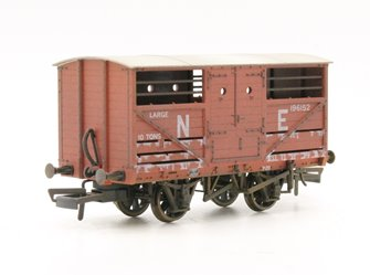 Cattle Wagon Lime Washed LNER 196152
