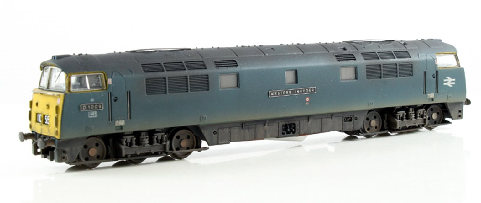 BR #D1009 Western Invader Blue Full Yellow Ends - Weathered