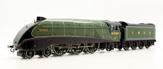 Class A4 4-6-2 4494 'Osprey' in LNER apple green - gloss finish