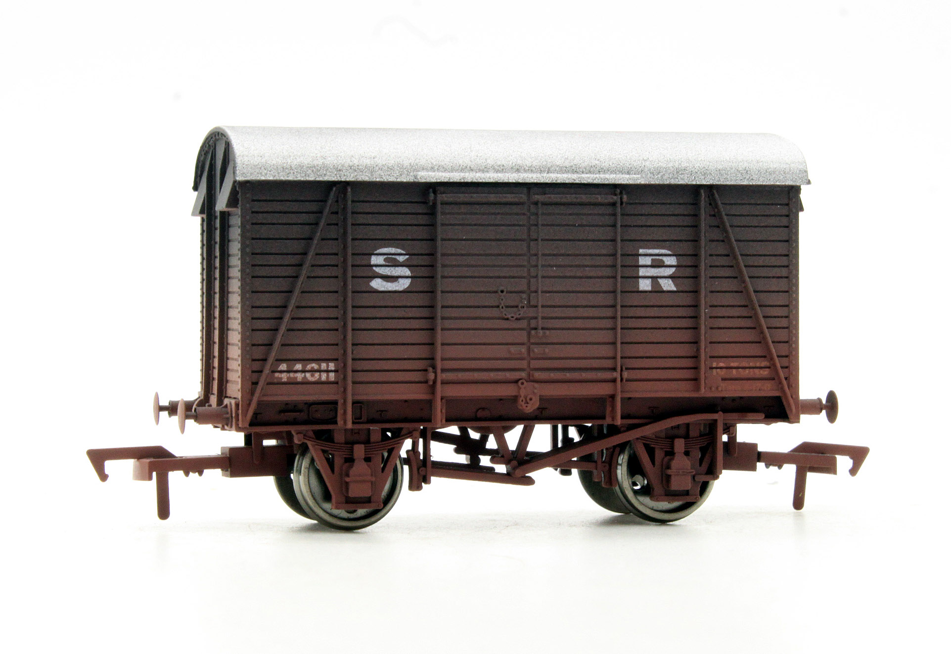 41c3f2e735 4F-021-008 Box Van SR  44611 - Weathered (OO Gauge) by Dapol with weathering.  - Rails of Sheffield