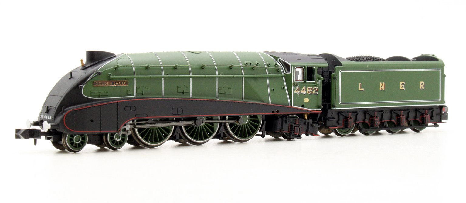 """Class A4 4-6-2 4482 """"Golden Eagle"""" in LNER apple green with valances"""