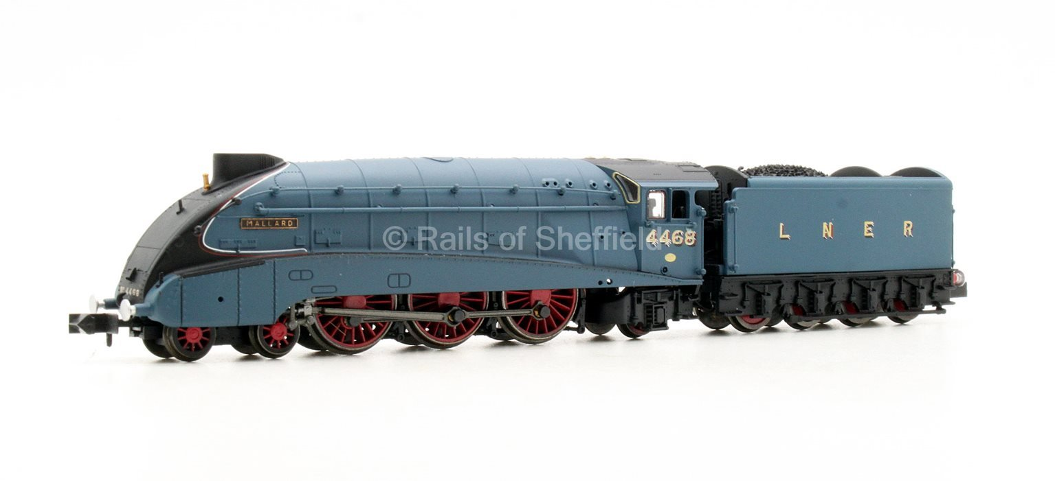"""Class A4 4-6-2 #4468 """"Mallard"""" in LNER garter blue with valances - DCC Fitted"""