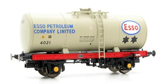 A Tank ESSO 4021 (grey with ESSO PETROLEUM lettering on barrel)