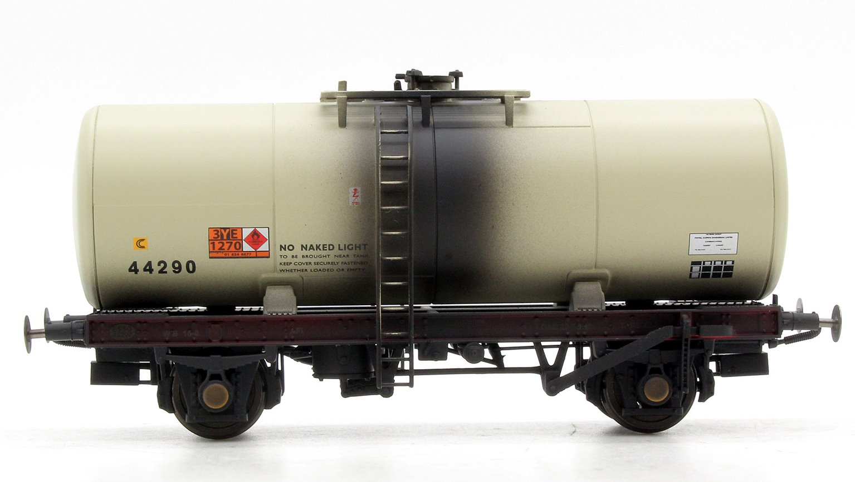 A Tank ESSO 44290 (grey - 1980's era with Hazchem symbols) Weathered