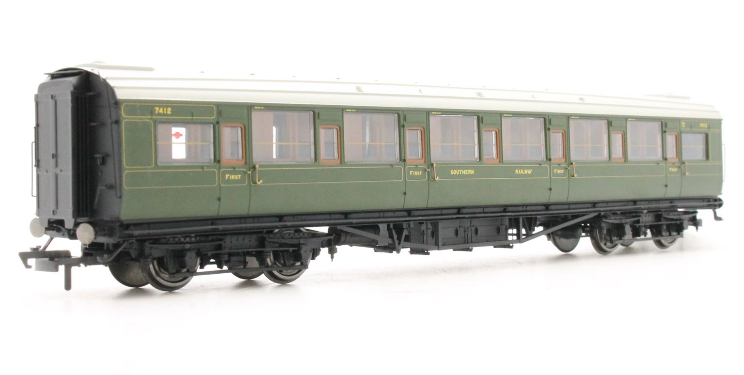 SR Maunsell Corridor First Class 7412, Olive