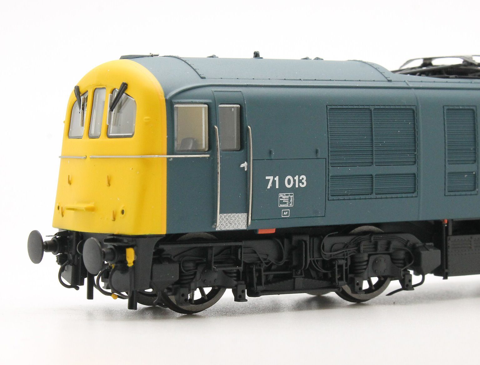 OO Scale Class 71 #71013 BR Blue with Full Yellow ends