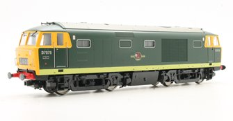 Class 35 D7076 in green with full yellow ends (preserved)