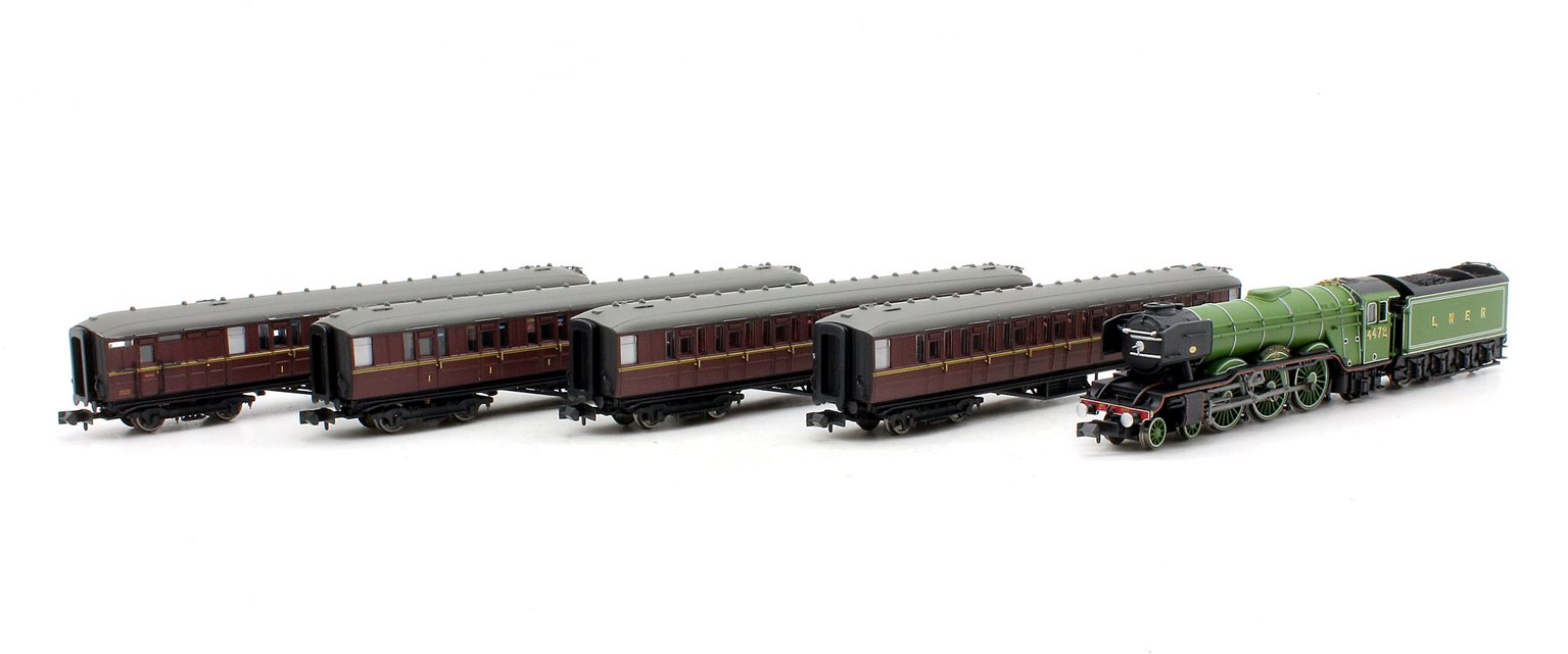 A3 Flying Scotsman 4472 LNER Apple Green Train Pack - DCC Fitted