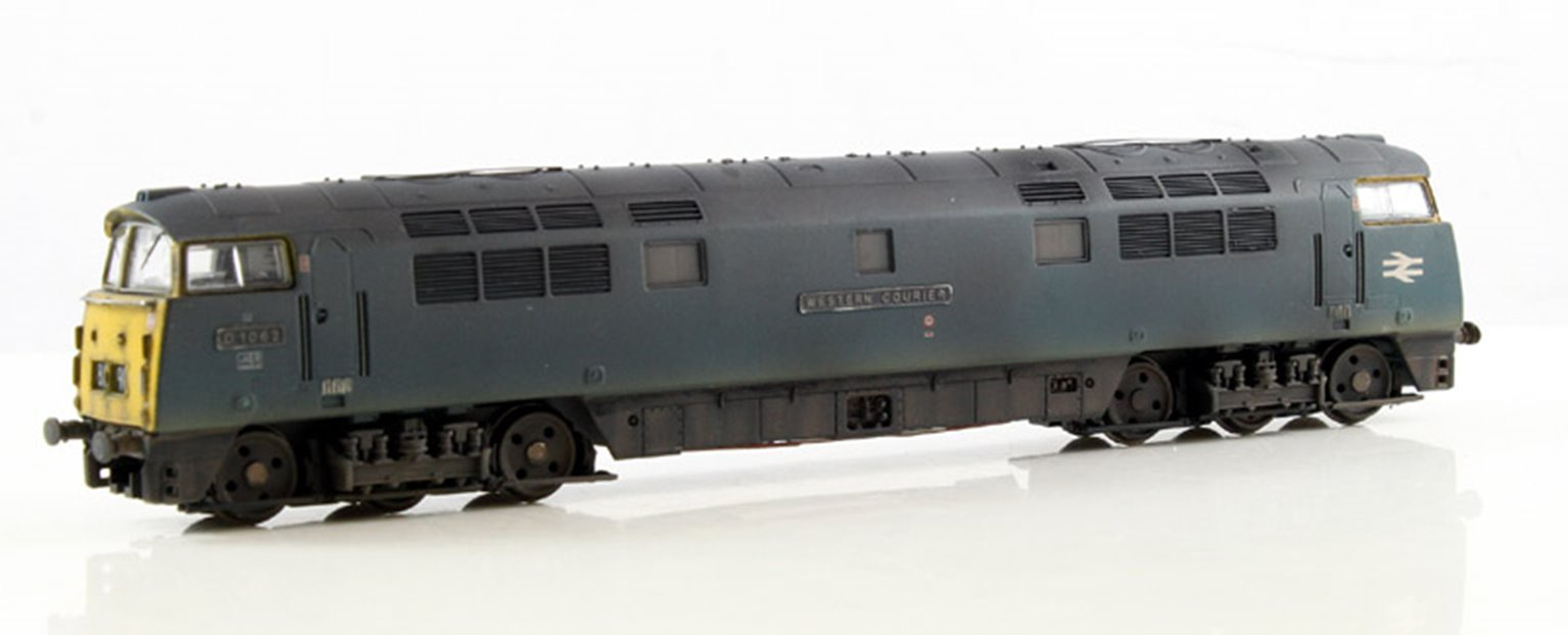 BR #D1062 Western Courier Blue Full Yellow Ends - Weathered