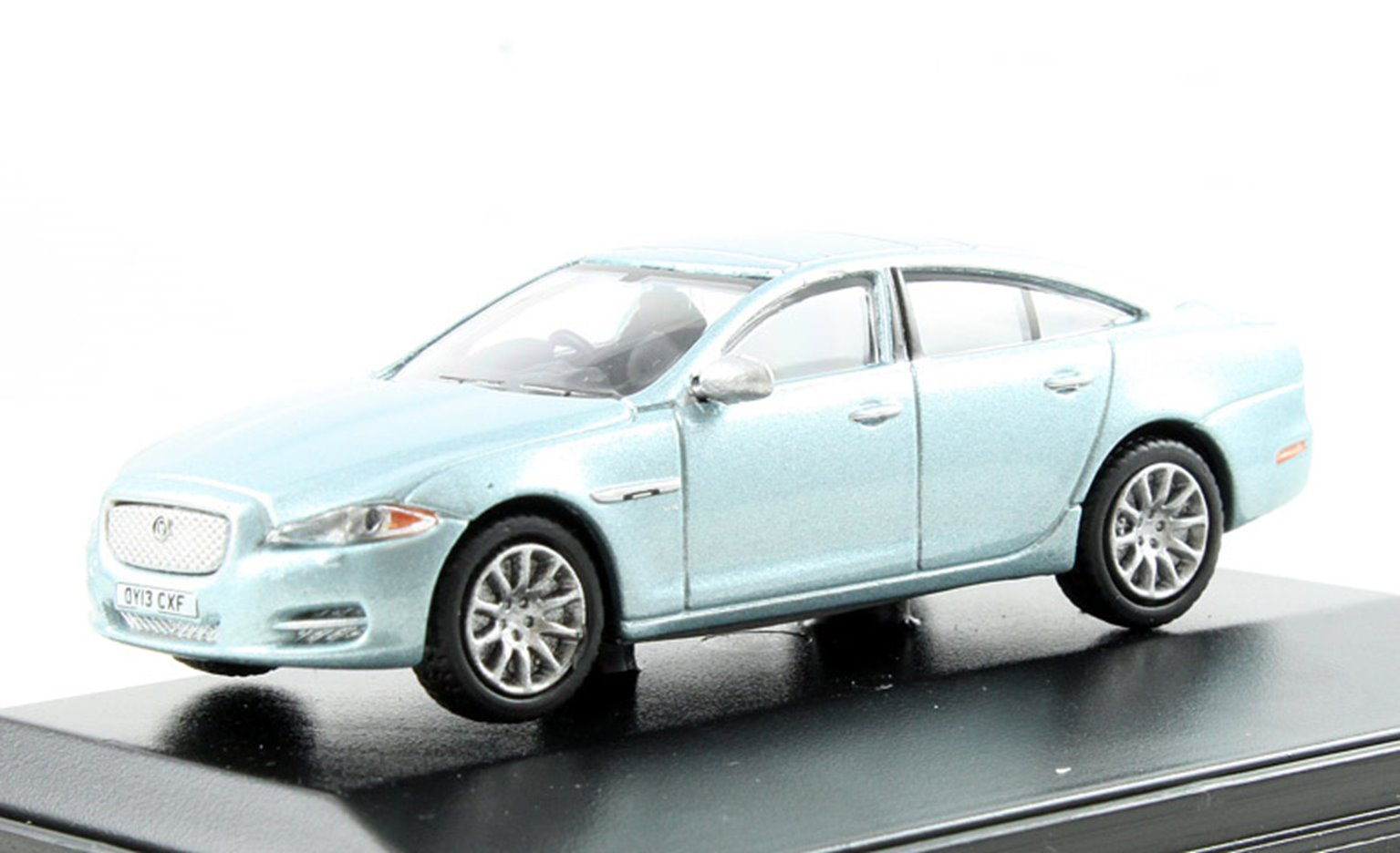 Jaguar XJ Crystal Blue