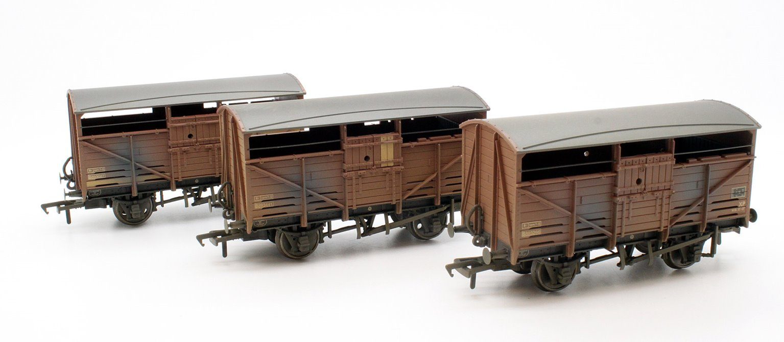 Triple Pk 8 Ton Cattle Wagon BR Bauxite Weathered