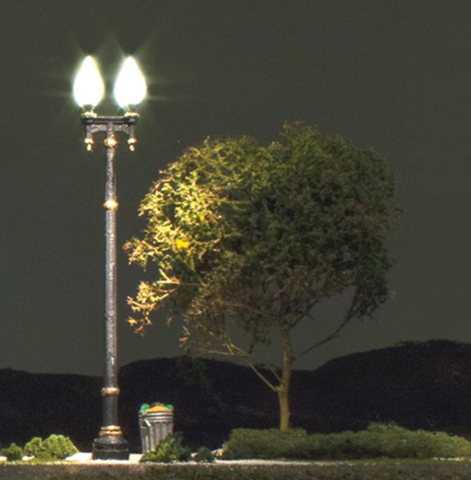 Double Lamp Post Street Lights - N Scale