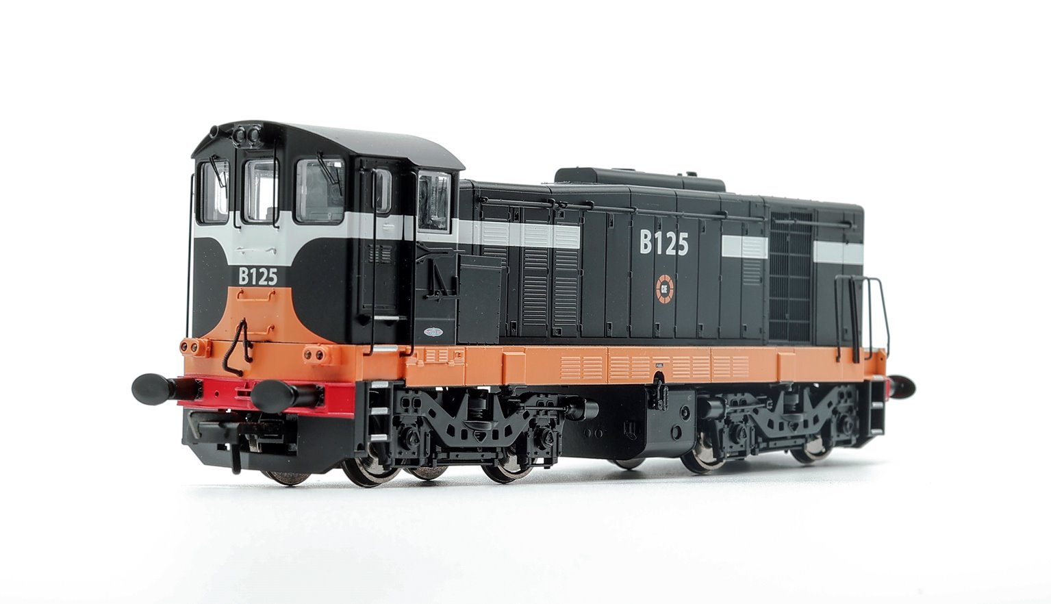 MM0125 Class 121 B125 in CIE Black and Tan Livery