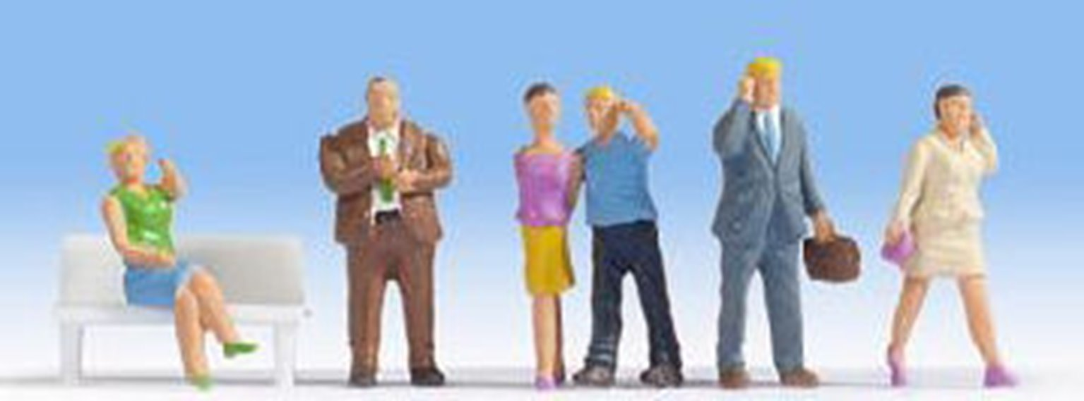 Figures - People with Mobile Phones - without Bench (6)