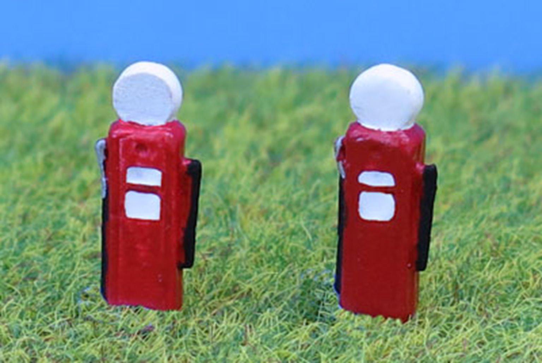 PDC150 P&D Marsh N Gauge 1950's Petrol Pumps  - UNPAINTED