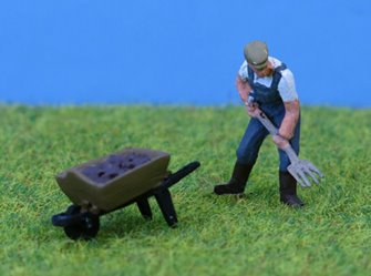 PDZ30 P&D Marsh OO Gauge Farmer with Pitchfork & Barrow