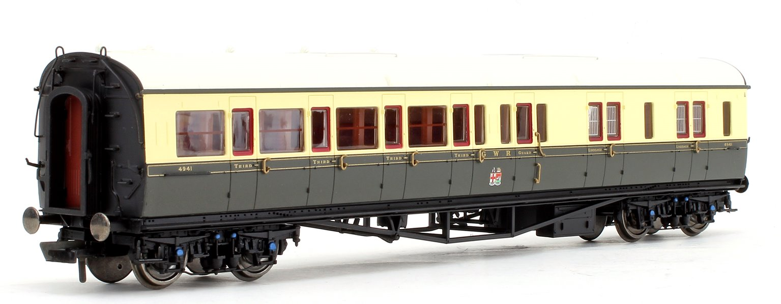 GWR Collett 'Bow Ended' Corridor Brake Third (R/H) No.4941