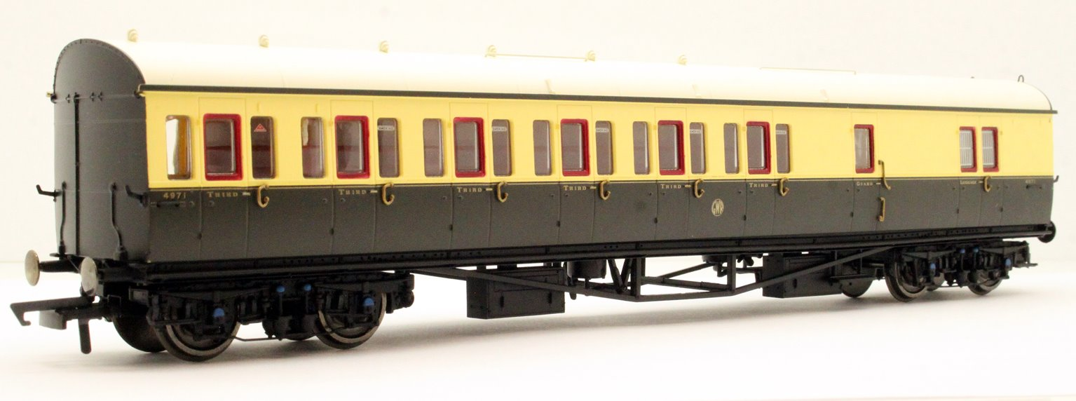 GWR Collett 57' Bow Ended D98 Six Compartment Brake Third (Left Hand) 4971