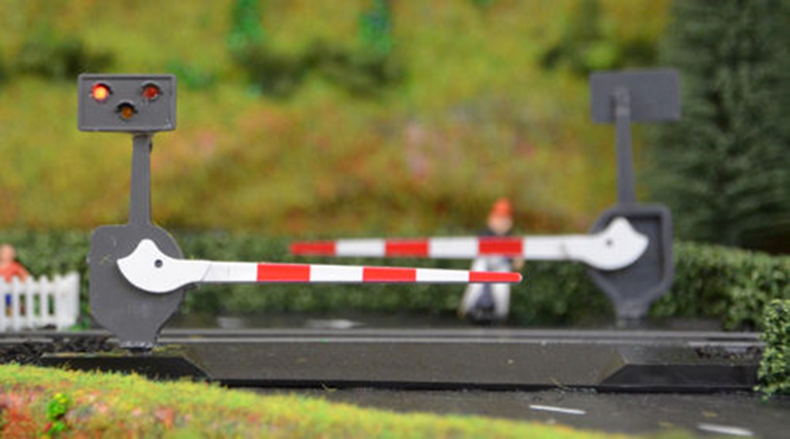 Level Crossing Barrier Set with Light & Sound (N) Single